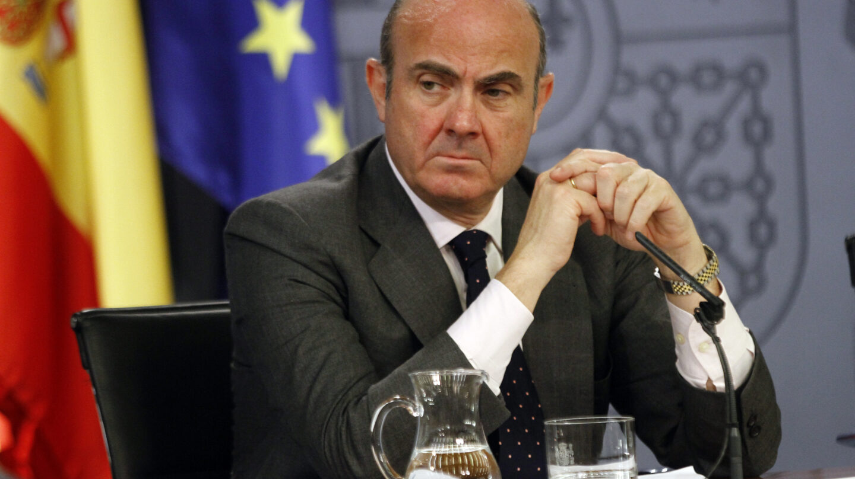 El ministro de Economía, Luis de Guindos, durante una comparecencia.