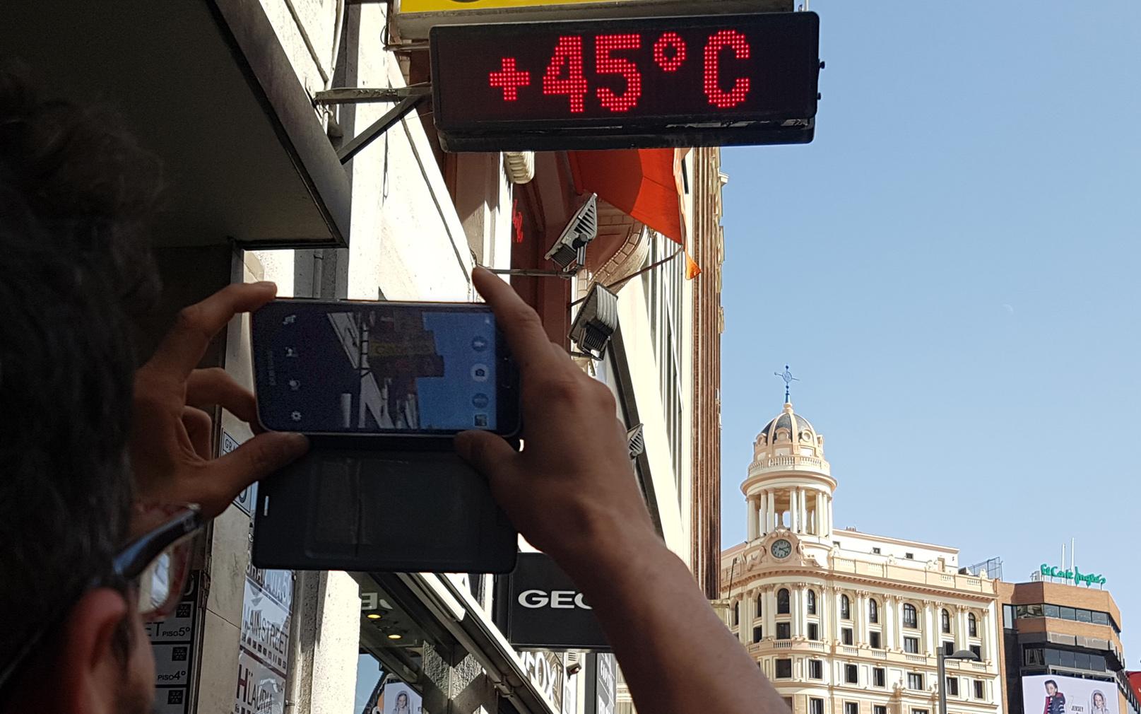 Termómetro marcando 45º C