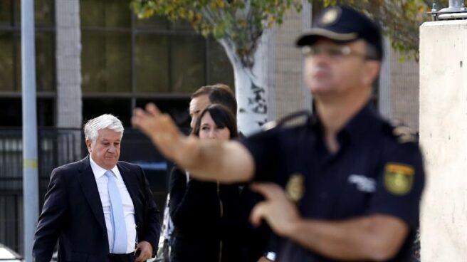 Arturo Fernández, a su llegada a la primera sesión del jucio de las tarjetas 'black' en la Audiencia Nacional.
