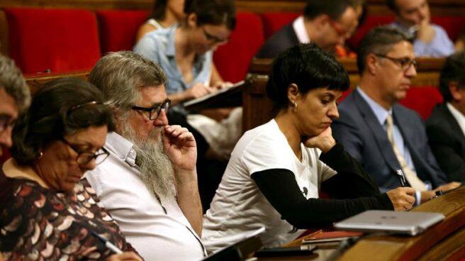 Los miembros de la CUP en el Parlament, con Anna Gabriel a la derecha.