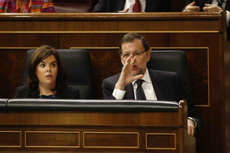 El presidente del Gobierno, Mariano Rajoy, junto a la vicepresidenta, Soraya Sáenz de Santamaría.