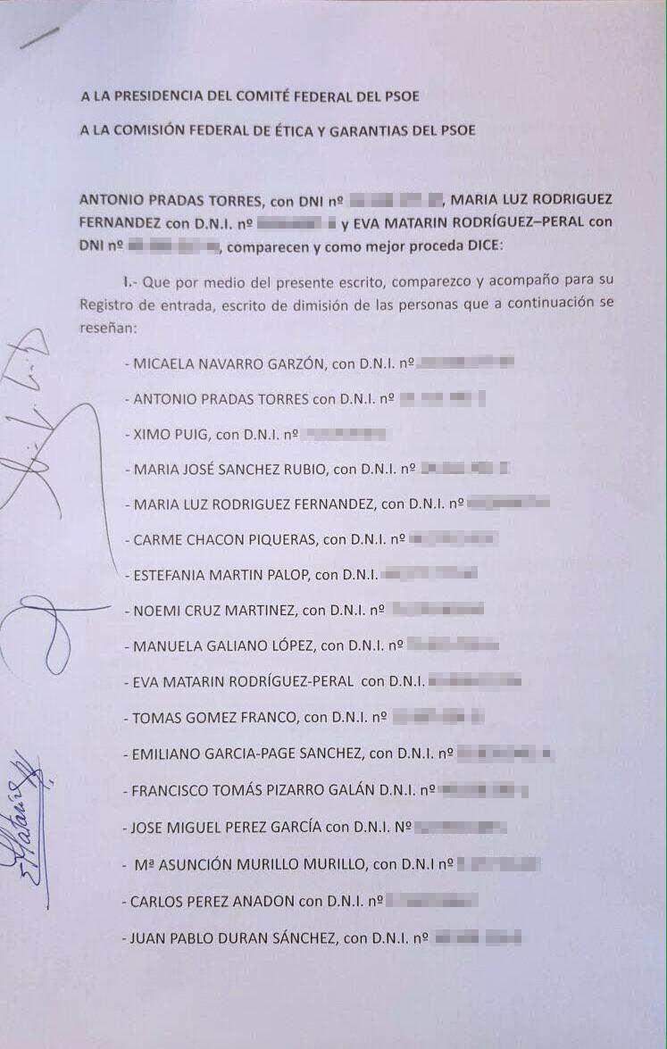Escrito de dimisión de los 17 críticos.