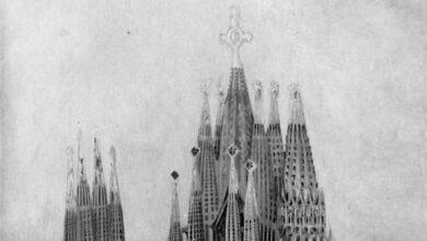 Colau descubre la Sagrada Familia