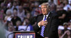 Trump, oídos sordos a las deserciones