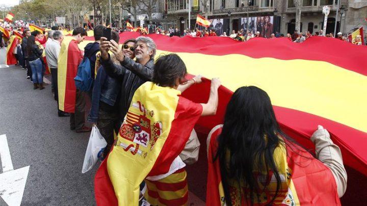 Más de 5.000 personas celebran el día de la Hispanidad en Barcelona