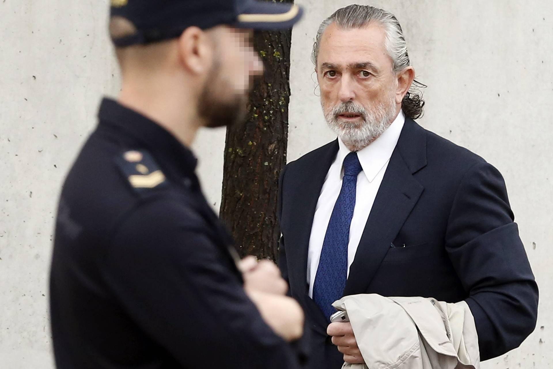 Correa, a su llegada a la sede de la Audiencia en San Fernando.