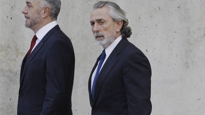 El presunto cabecilla de la trama Gürtel, Francisco Correa, a su llegada esta tarde de la Audiencia Nacional.