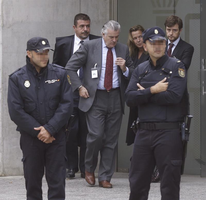 Luis Bárcenas, en uno de los descansos de la declaración de Correa.