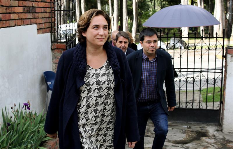 La alcaldesa de Barcelona, Ada Colau, junto a su 'número dos', Gerardo Pisarello.