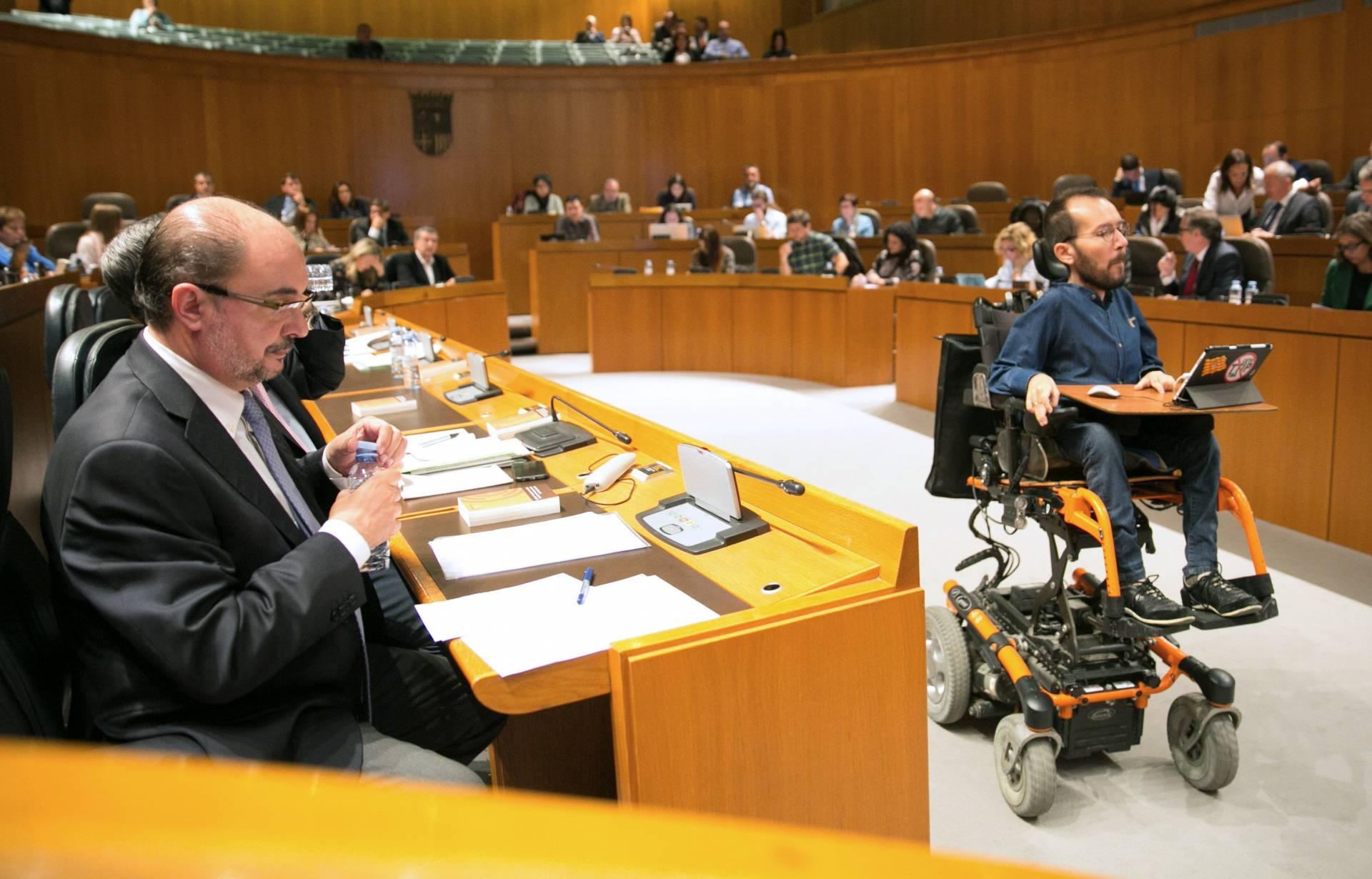 Pablo Echenique y Javier Lambán en el Parlamento aragonés.