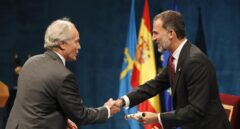 El Rey Felipe entrega al escritor Richard Ford el premio Princesa de Asturias de las Artes.