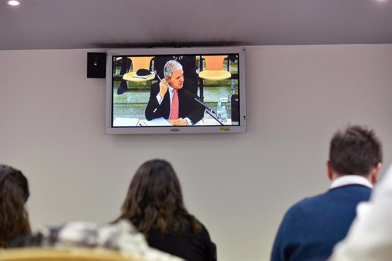 Pablo Crespo, en la pantalla, en un momento de su declaración judicial.