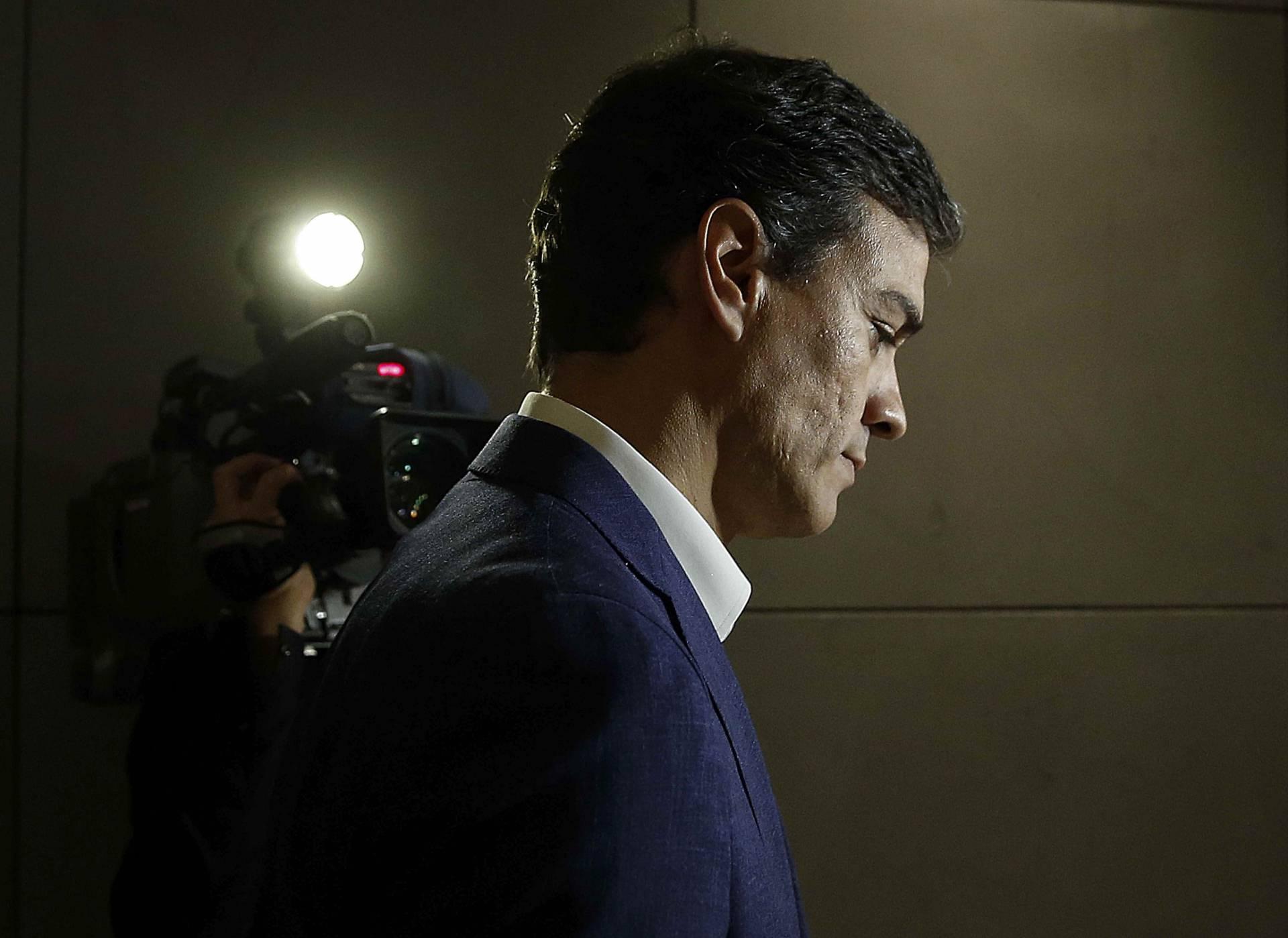 Pedro Sánchez renuncia a su acta de diputado.