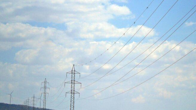 Cables de alta tensión, propiedad de la eléctrica Iberdrola,