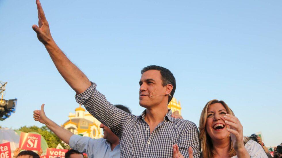 Pedro Sánchez y Susana Díaz, en el cierre de campaña en Sevilla en junio pasado.