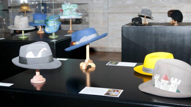 Imagen de la exposición El Sombrero Masculino, instalada en el Museo del Traje de Madrid.