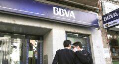 Las consultoras buscarán recolocar a los despidos de BBVA y CaixaBank en finanzas y seguros