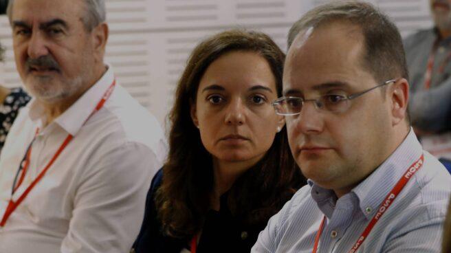 César Luena, con Sara Hernández a su derecha.