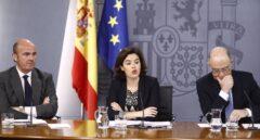 Los ministros de Economía, Luis de Guindos, y de Hacienda, Cristóbal Montoro, en rueda de prensa
