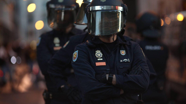 Un agente de policía durante la manifestación de Rodea el Congreso.