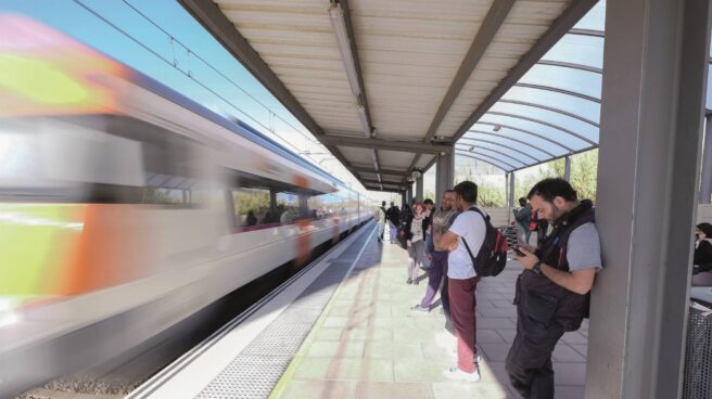 Usuarios en una estación de Rodalies.