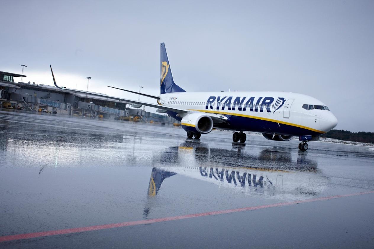 Ryanair consuma el cierre de bases en Canarias sin carta de despido a los trabajadores