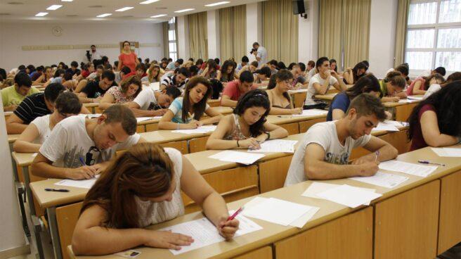 Unos alumnos en el último examen de selectividad.