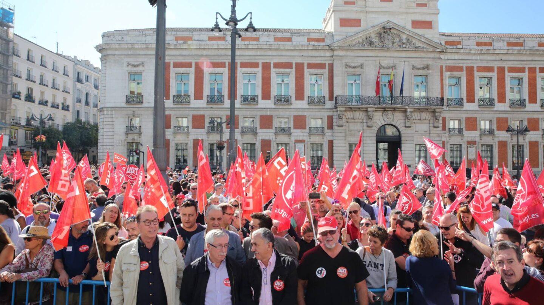 Los líderes de CCOO y UGT Toxo y Álvarez, el 7 de octubre en la manifestación de teleoperadores que terminó en Sol.