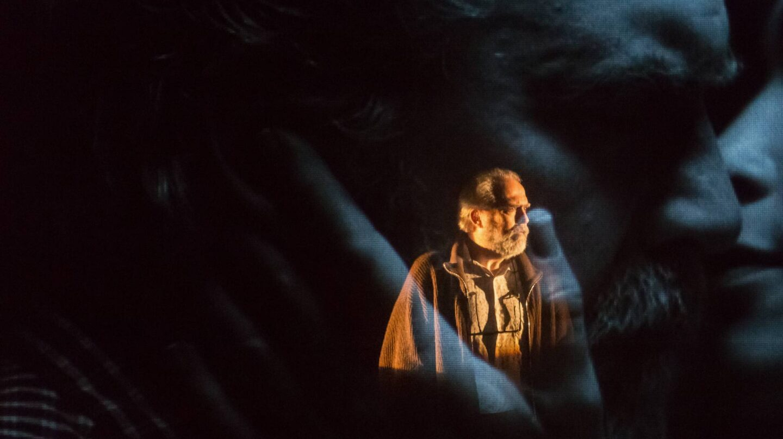 Ricard Borràs interpretando al viejo filólogo en Las palabras y la cosa.