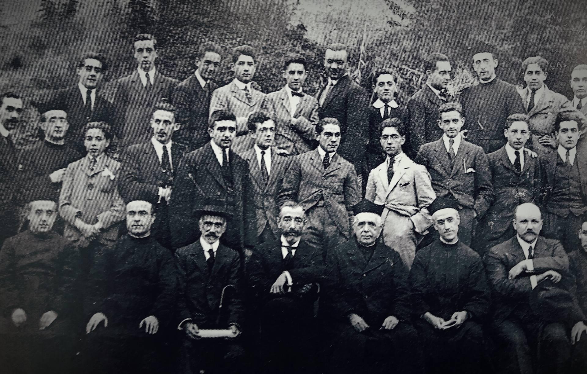 La primera generación de La Comercial, con el rector de entonces y con Pedro de Icaza, el impulsor del centro.