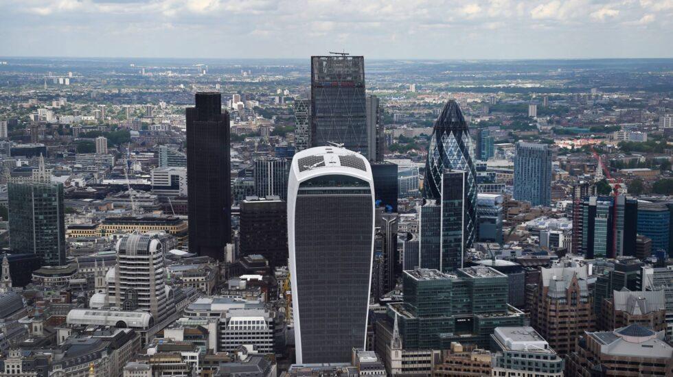 Panorámica de la City de Londres, donde crece la tensión por el Brexit.