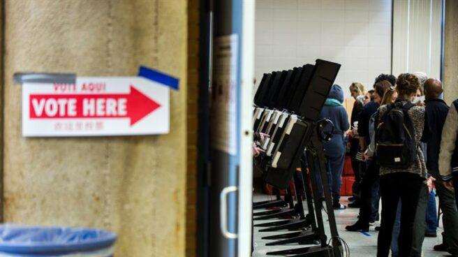 Votantes en Washington DC acuden a las urnas por anticipado.