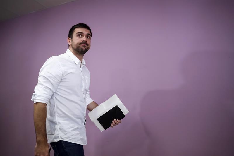 Ramón Espinar, senador de Podemos, antes de ofrecer las explicaciones.