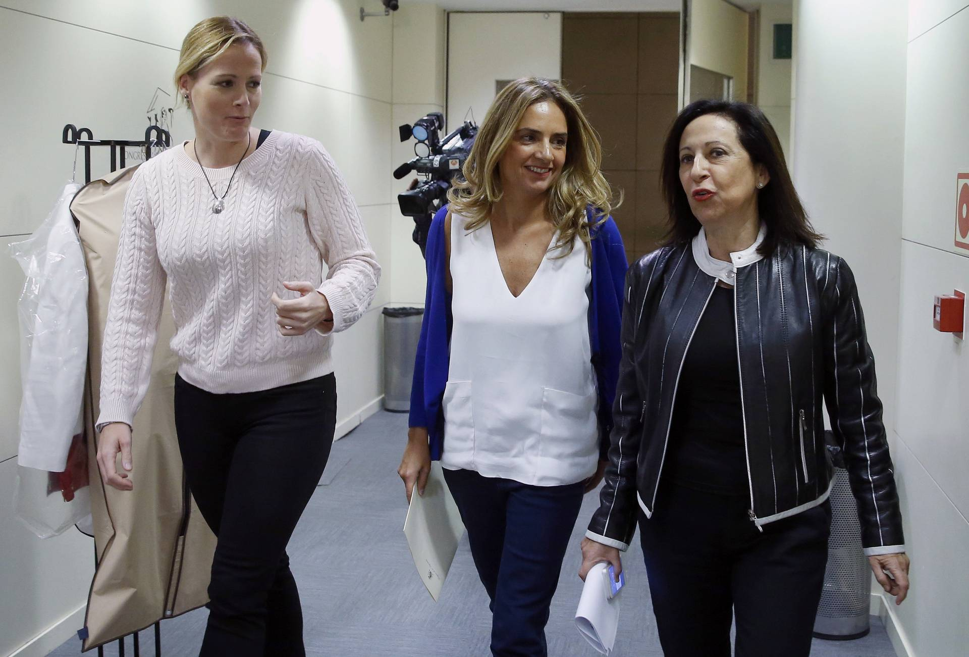 Zaida Cantera, Susana Sumelzo y Margarita Robles, en el Congreso de los Diputados.