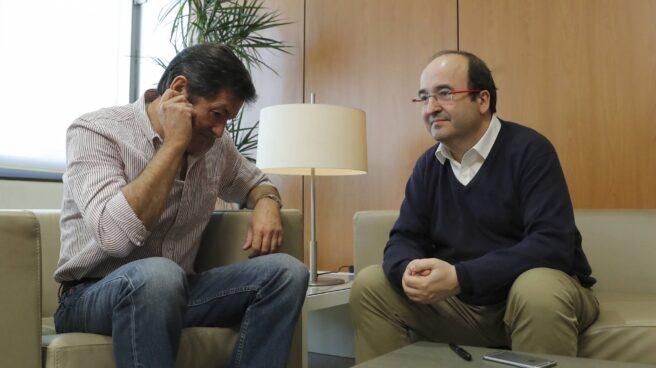 Javier Fernández y Miquel Iceta, durante la reunión mantenida este lunes.