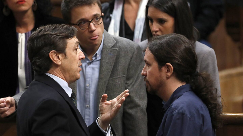 Íñigo Errejón, Irene Montero y Pablo Iglesias discuten con Rafael Hernando.