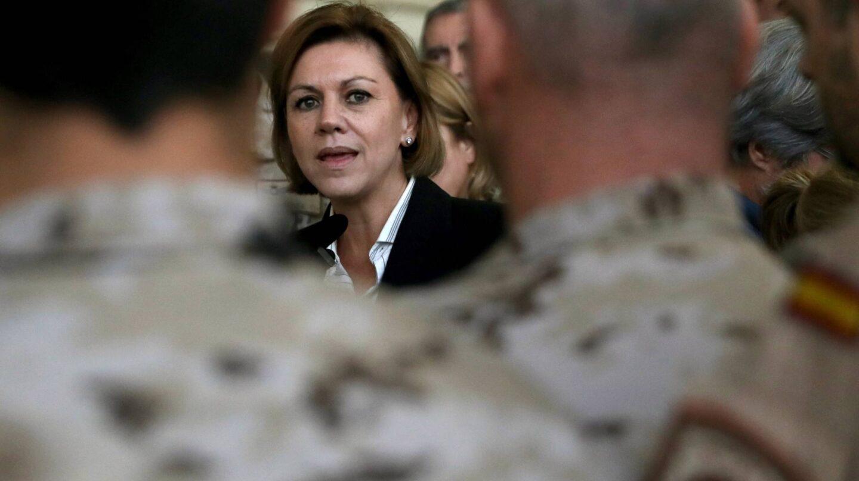 María Dolores de Cospedal en una reciente visita a las tropas en Sicilia.