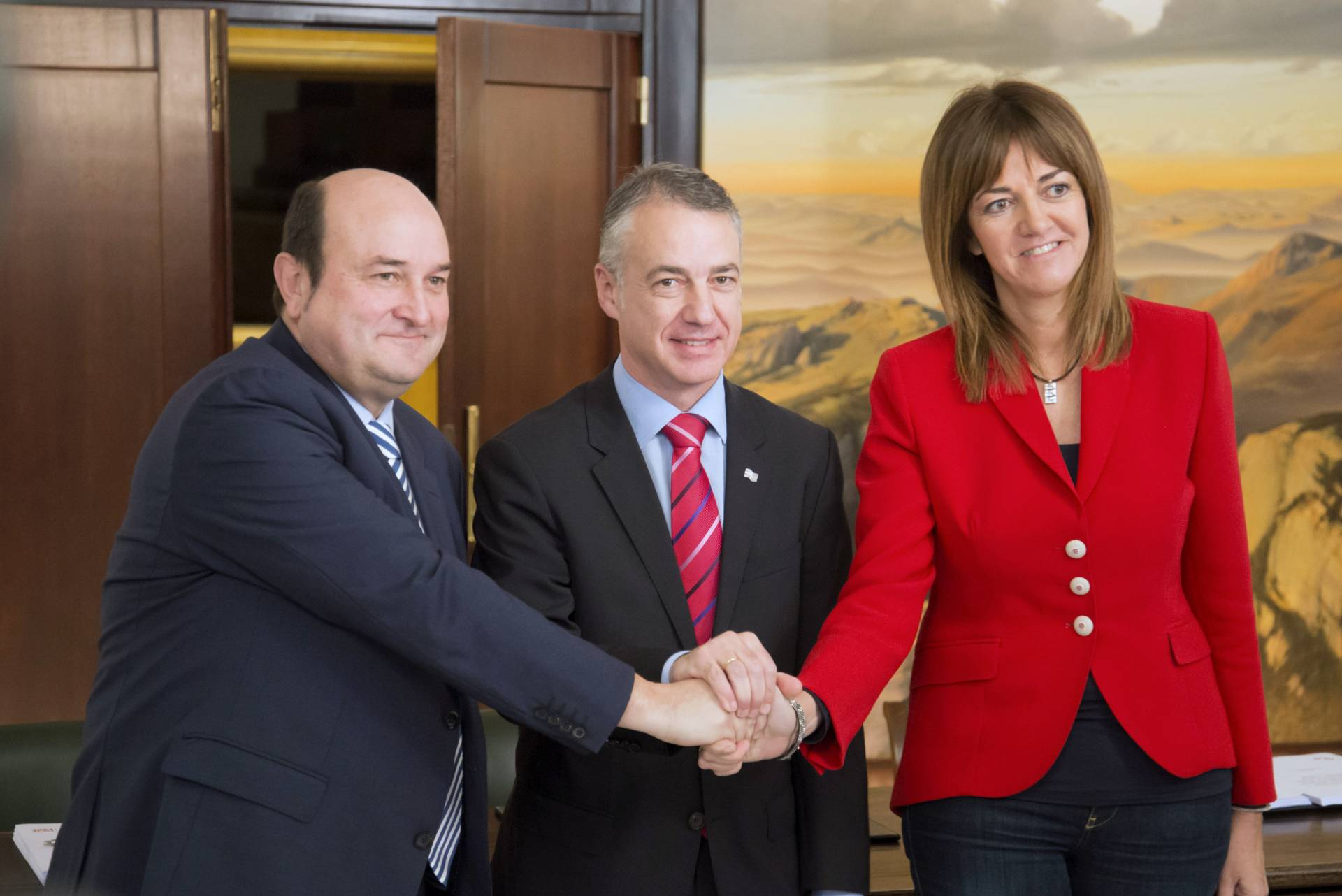 El PSE respalda con límites el texto del PNV para dar un nuevo 'encaje' a Euskadi en España