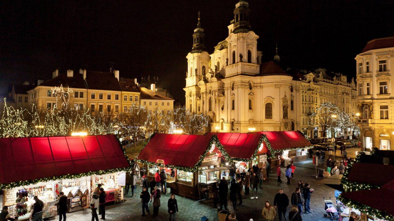 Un mercadillo navideño en la ciudad de Praga.