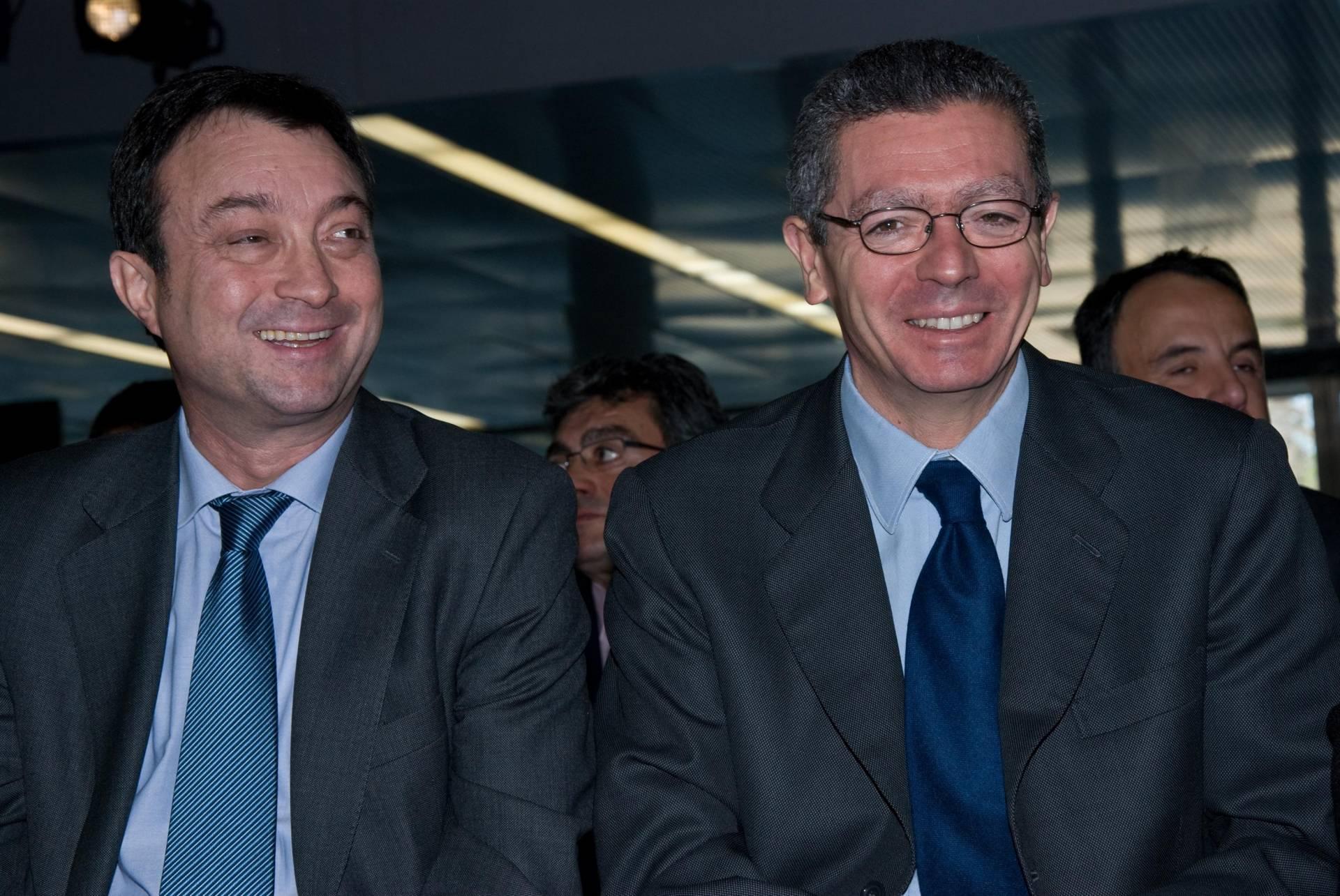 El ex vicealcalde de Madrid Manuel Cobo, junto a Alberto Ruiz-Gallardón.