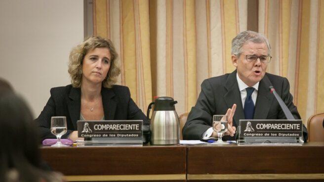 Ana Martínez Pina y Sebastián Albella, vicepresidenta y presidente de la CNMV.