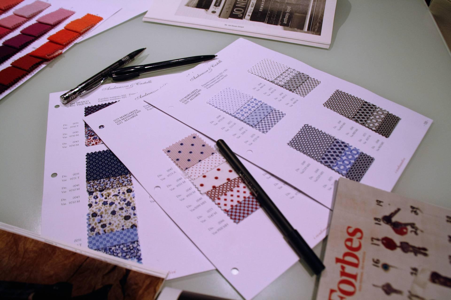 La elección de los tejidos es uno de los primeros pasos a la hora de diseñar una corbata.