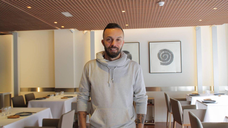 El chef Iván Domíngez en el salón de Ánima.