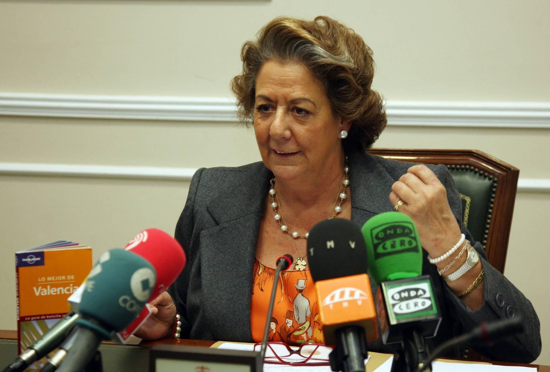 Rita Barberá, durante una comparecencia ante los medios cuando todavía ocupaba la alcaldía de Valencia.