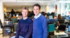Los fundadores de Ticketbis, Jon Uriarte y Ander Michelena, en las oficinas de la empresa.
