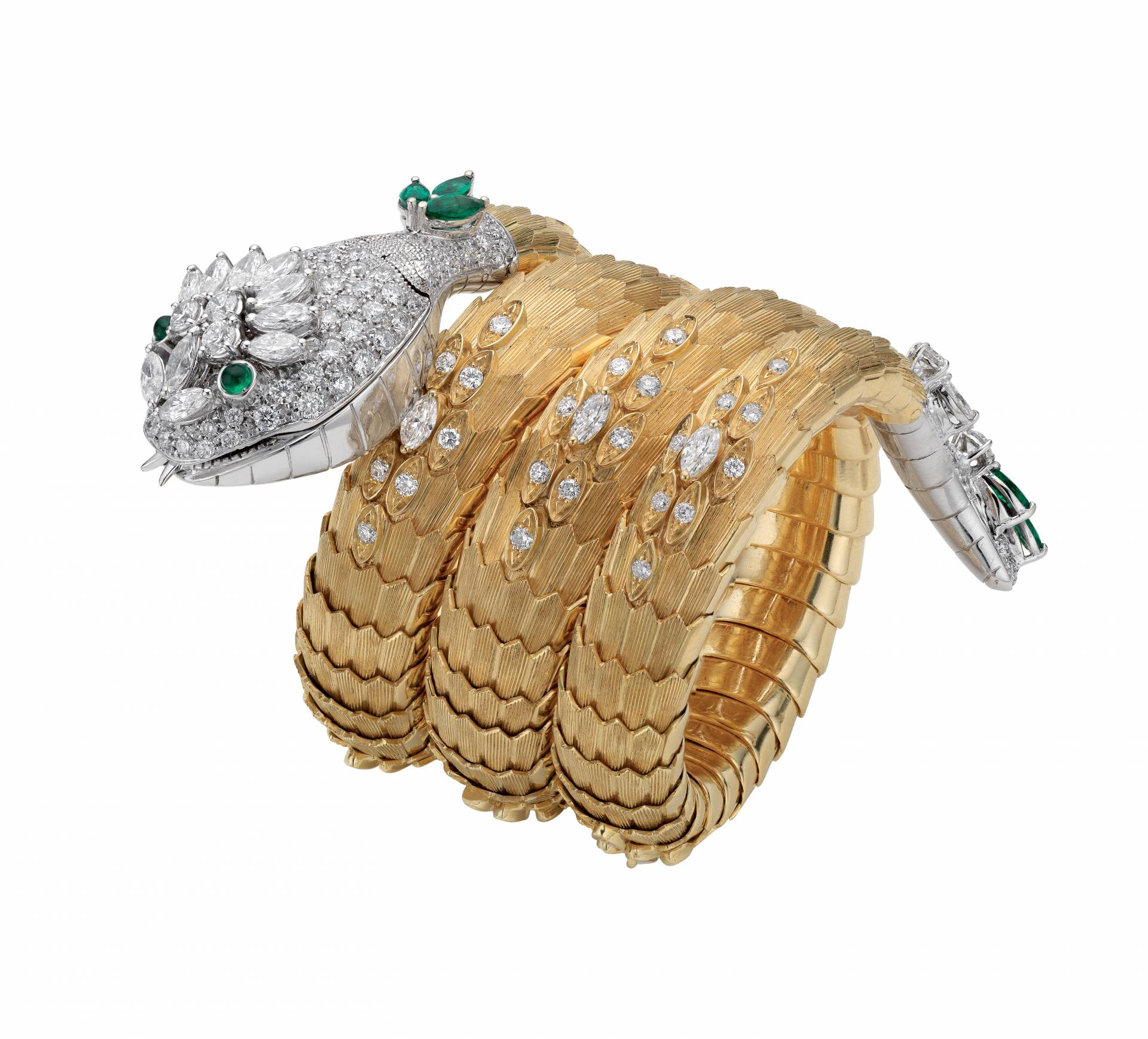Brazalete 'Snake' (1967) de Bulgari en oro amarillo, diamantes y esmeraldas.