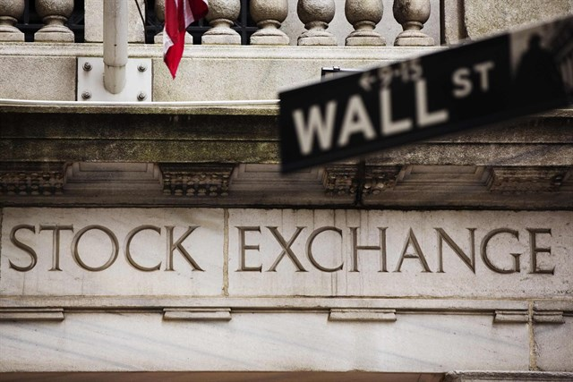 Imagen de la fachada del edificio de la bolsa de Nueva York, en Wall Street.
