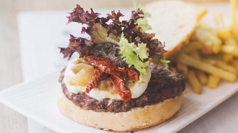 Una de las hamburguesas elaboradas con cariño de Burguett.