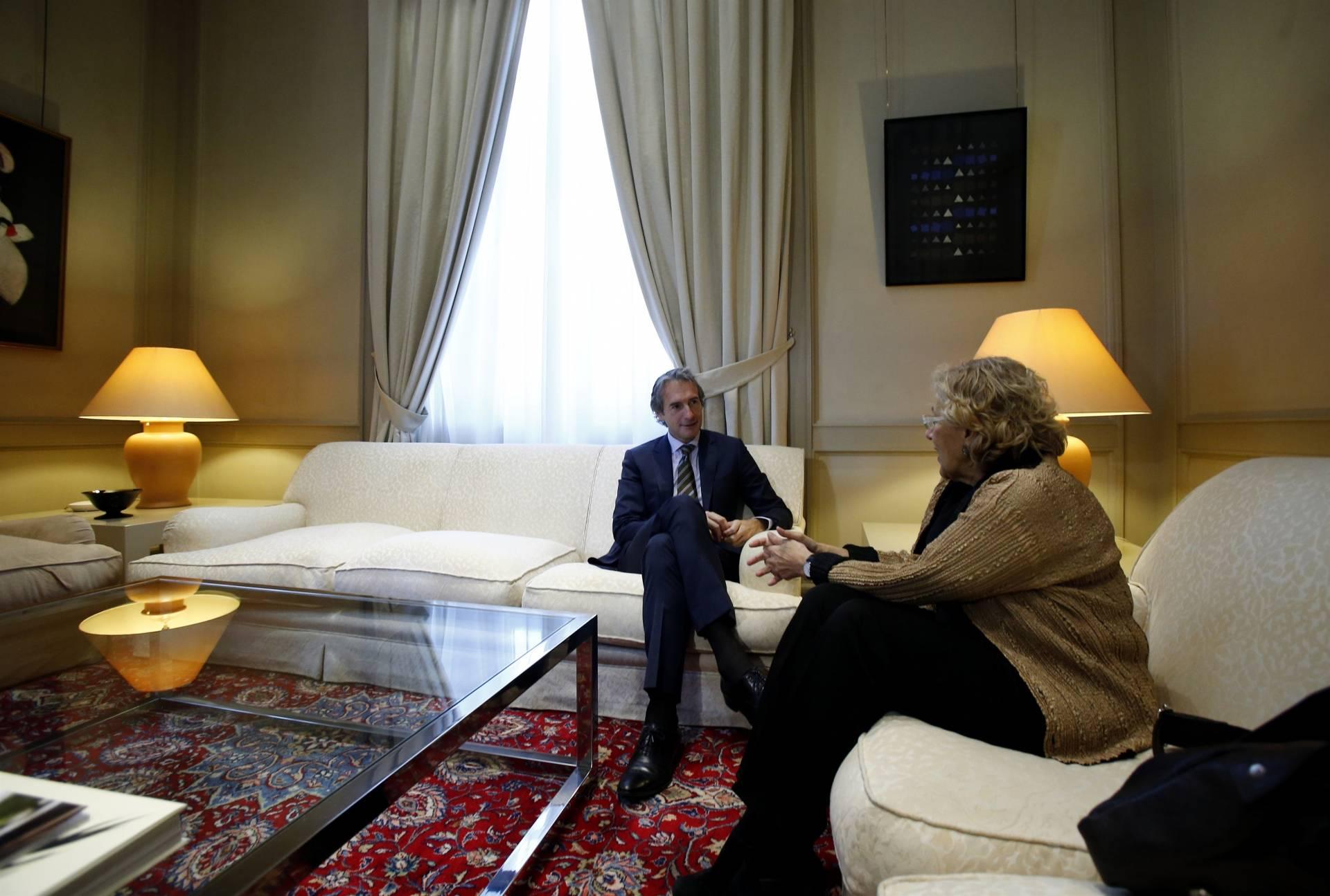 Carmena y De la Serna, reunidos en las dependencias del Ministerio de Fomento.