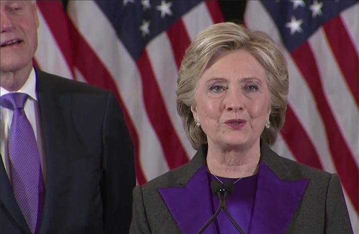 Hillary Clinton comparece un día después de perder las elecciones.
